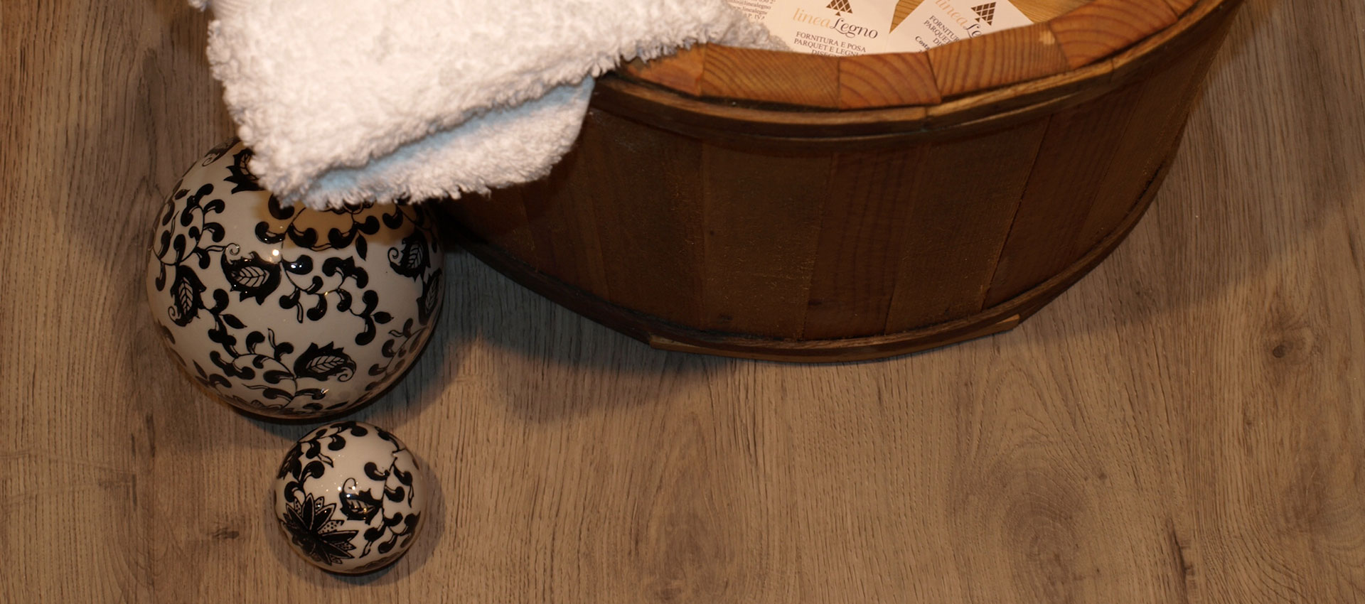 Dettaglio pavimento in PVC rovere grigio