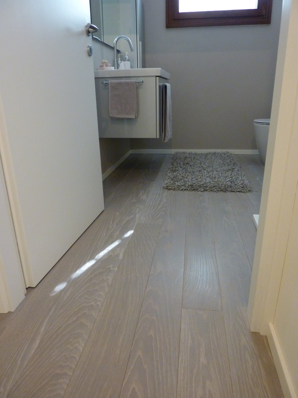 Parquet prefinito in bagno bagno elegante e raffinato con - Parquet bagno e cucina ...