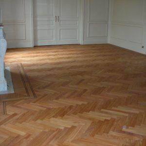 Rilevigatura pavimento esistente in Doussiè con finitura a vernice opaca all'acqua naturale. Realizzato da Linealegno Borgosatollo (BS)